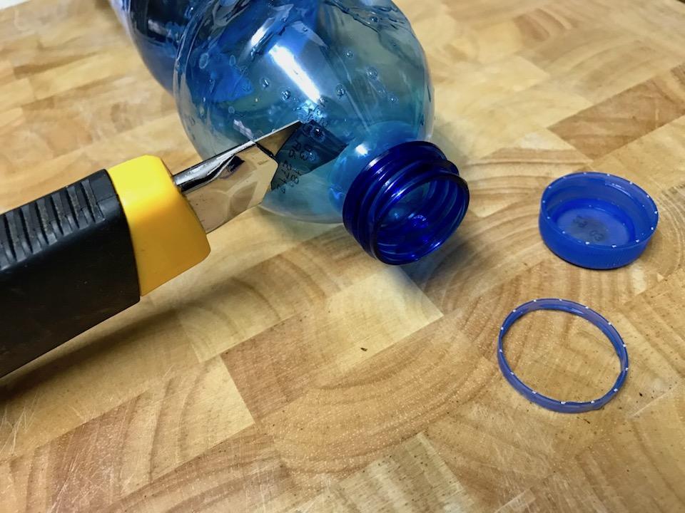 סגירת שקית על ידי מיחזור פקק בקבוק