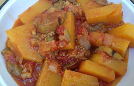 תבשיל חצילים ודלעת ברוטב עגבניות